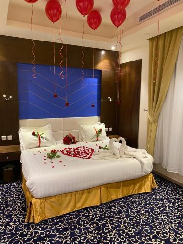 Cama ou camas em um quarto em Golden Rose Hotel Apartments
