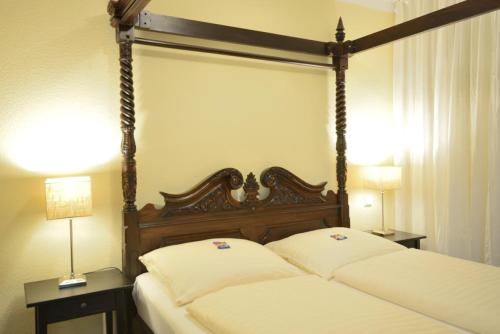 A bed or beds in a room at ALPHA Hotel Garni