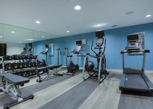 Das Fitnesscenter und/oder die Fitnesseinrichtungen in der Unterkunft Candlewood Suites Miami Intl Airport - 36th St, an IHG Hotel