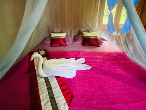 A bed or beds in a room at Nadia Resort Kohjum