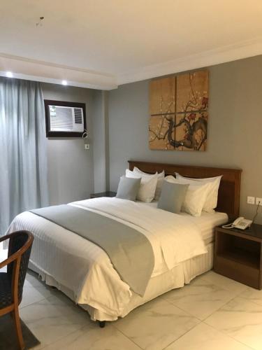 Cama ou camas em um quarto em Durrat Arak furnished apartments
