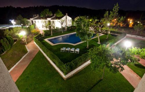 Vista de la piscina de Apartamentos Golf Place o alrededores
