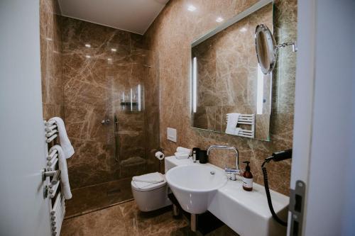 A bathroom at Palace St. George