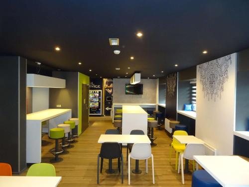 A restaurant or other place to eat at ibis Budget Caen Centre Gare