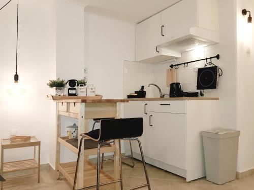 Η κουζίνα ή μικρή κουζίνα στο Loui Navarinou Comfy