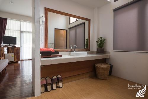 Ein Badezimmer in der Unterkunft Bundhaya Villas