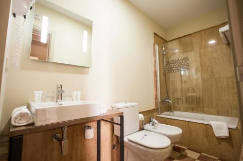 A bathroom at Hotel Boutique Casas de Santa Cruz