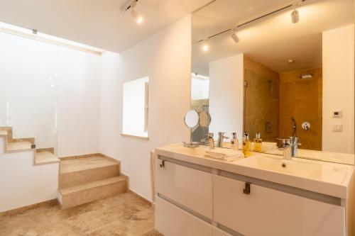 A bathroom at Escarpa - The Madeira Hideaway