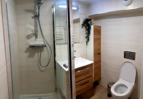 A bathroom at Le Bord'eaux