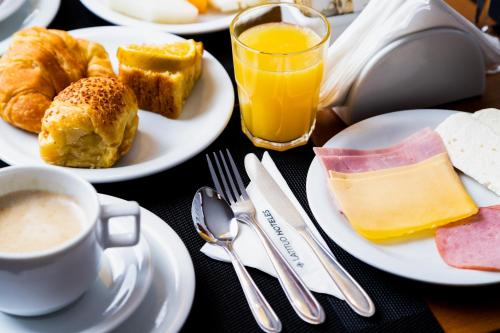 Breakfast options available to guests at Hotel Barra da Lagoa