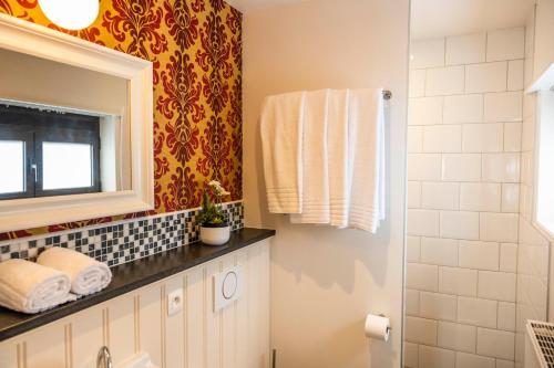 A bathroom at Duke of Ghent