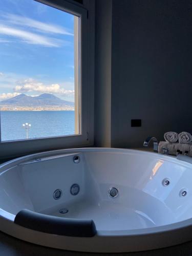 Ein Badezimmer in der Unterkunft Relais sul Mare Boutique Hotel