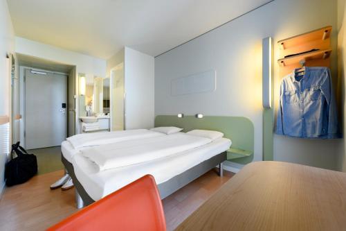 Un ou plusieurs lits dans un hébergement de l'établissement ibis budget Caen Porte de Bretagne