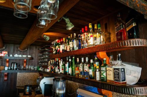 The lounge or bar area at Hotel Atalaia do Mariscal