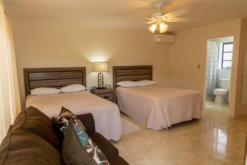A bed or beds in a room at Sandpiper Apartments