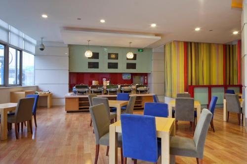 مطعم أو مكان آخر لتناول الطعام في هوليداي إن إكسبريس جاباي شنغهاي
