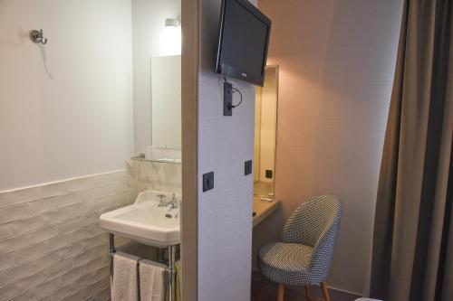 A bathroom at Auberge la Renaissance