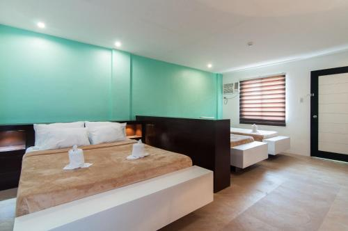 A bed or beds in a room at Amable Suites Hotel
