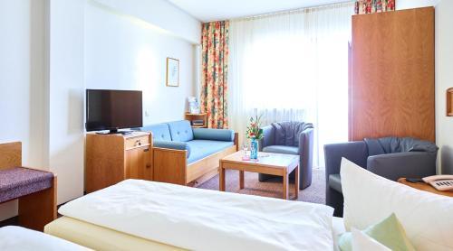 Ein Sitzbereich in der Unterkunft Hotel Merian Rothenburg