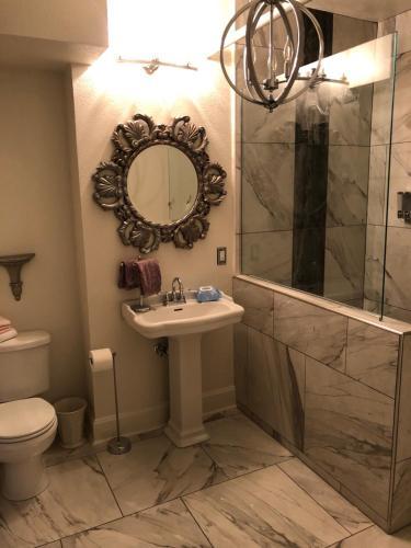A bathroom at Rader Manor