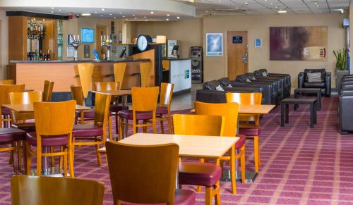 A restaurant or other place to eat at Holiday Inn Express Newcastle Metro Centre, an IHG Hotel
