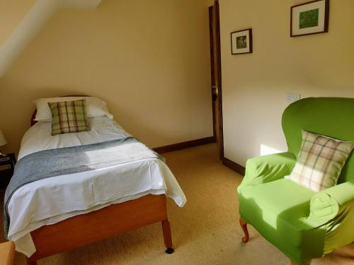 A bed or beds in a room at Ducklington Farm B&B