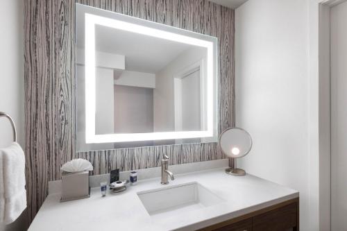 Een badkamer bij Cheyenne Mountain Resort, a Dolce by Wyndham
