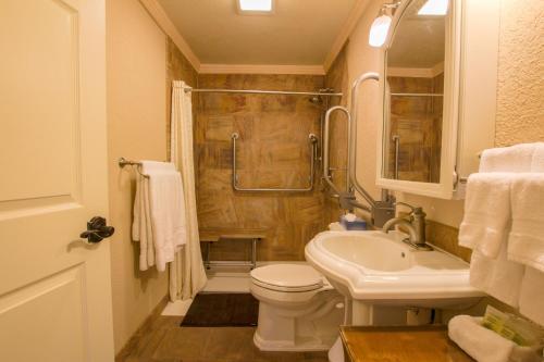 A bathroom at Yellowstone Gateway Inn