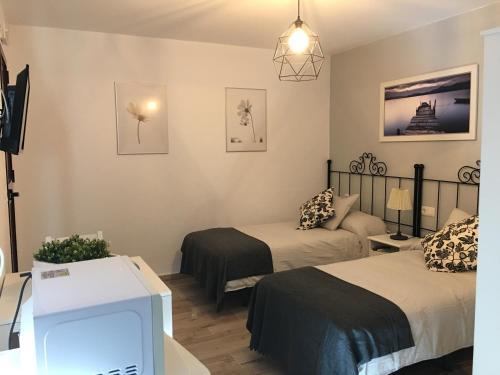 A bed or beds in a room at La Posada de Mijas