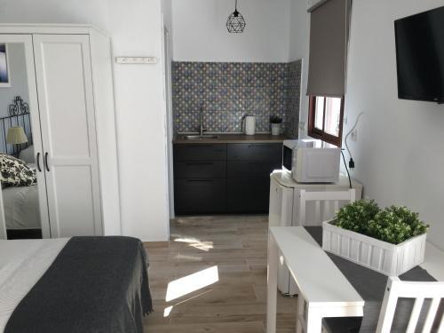 A kitchen or kitchenette at La Posada de Mijas