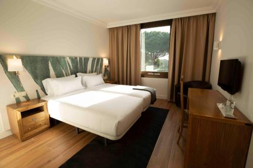 A bed or beds in a room at Hotel Eden Park by Brava Hoteles