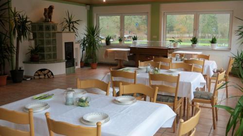 Ein Restaurant oder anderes Speiselokal in der Unterkunft Hotel-Restaurant Forellenzucht