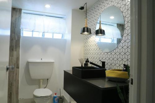 A bathroom at 2 Bedroom close to CBD