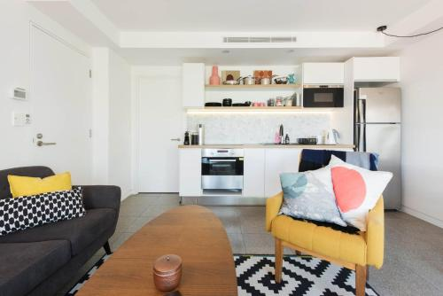 A seating area at Scandi Beach apartment