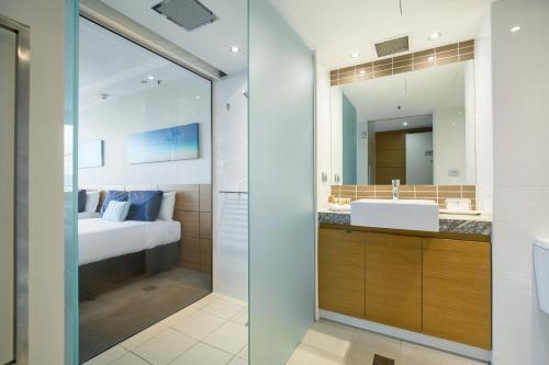 A bathroom at The Ville Resort - Casino