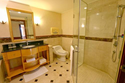A bathroom at Rido Hotel
