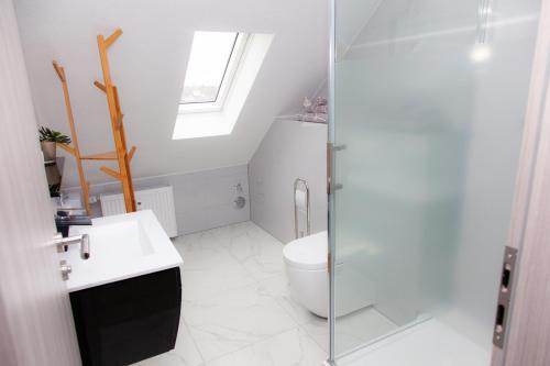 A bathroom at Luft Apartments nahe Messe Düsseldorf und Airport 3A
