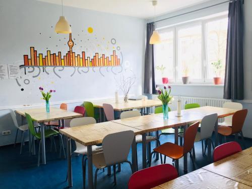 Un restaurante o sitio para comer en Hostel Inn-Berlin