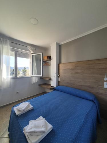 A bed or beds in a room at Pensión Portomiño