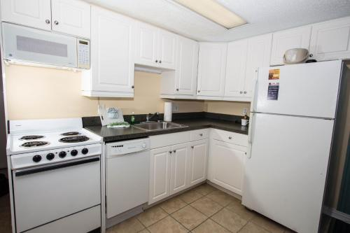 A kitchen or kitchenette at Peppertree by the Sea by Capital Vacations