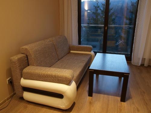 Część wypoczynkowa w obiekcie Apartament Na Tęczowym Wzgórzu