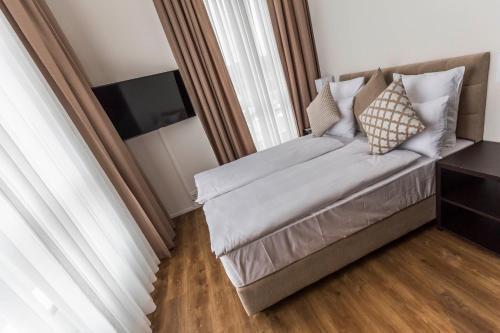 Кровать или кровати в номере Hotel Swiss Star