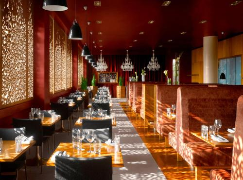 A restaurant or other place to eat at Radisson Blu Hotel, Liverpool