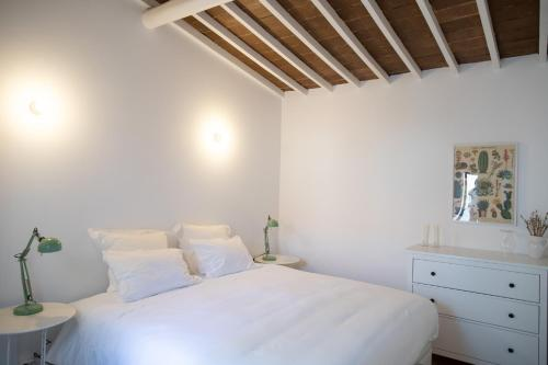 A bed or beds in a room at Casa da Travessa
