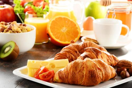 Breakfast options available to guests at La Villa Lombardi