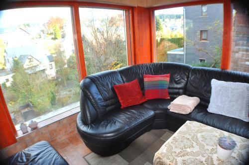 Ein Sitzbereich in der Unterkunft WaldLuftIn