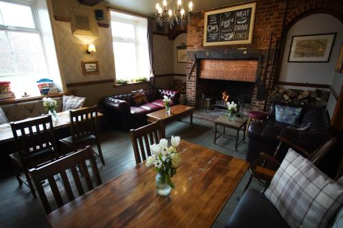 A restaurant or other place to eat at Horton Inn