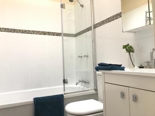 A bathroom at Zaara