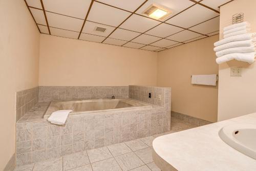 A bathroom at Bonnie Castle Resort & Marina