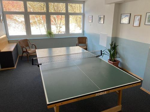 Ping-pong facilities at Hotel Lugsteinhof or nearby